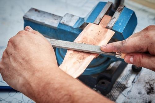 Holz im Schraubstock