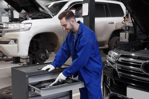Werkstattwagen in Autowerkstatt